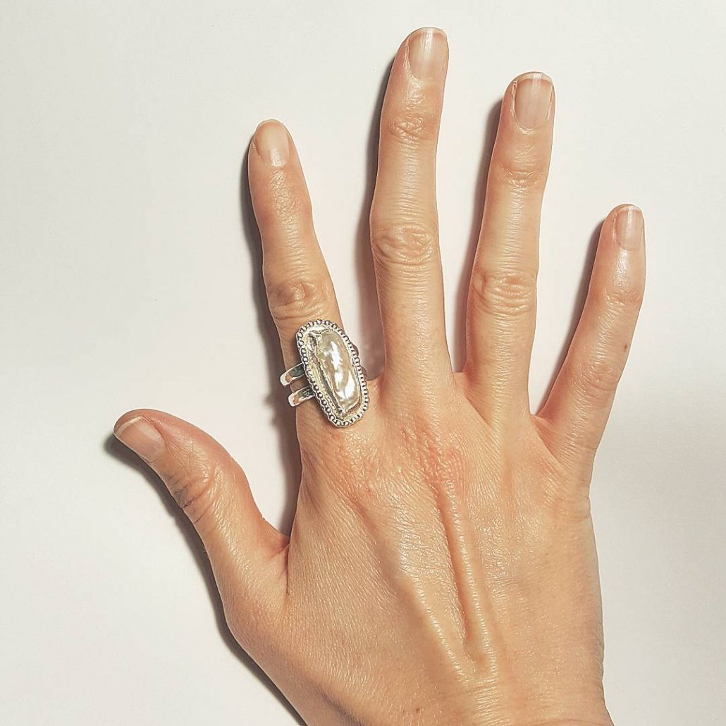 Photograph of vertical pearl bar ring